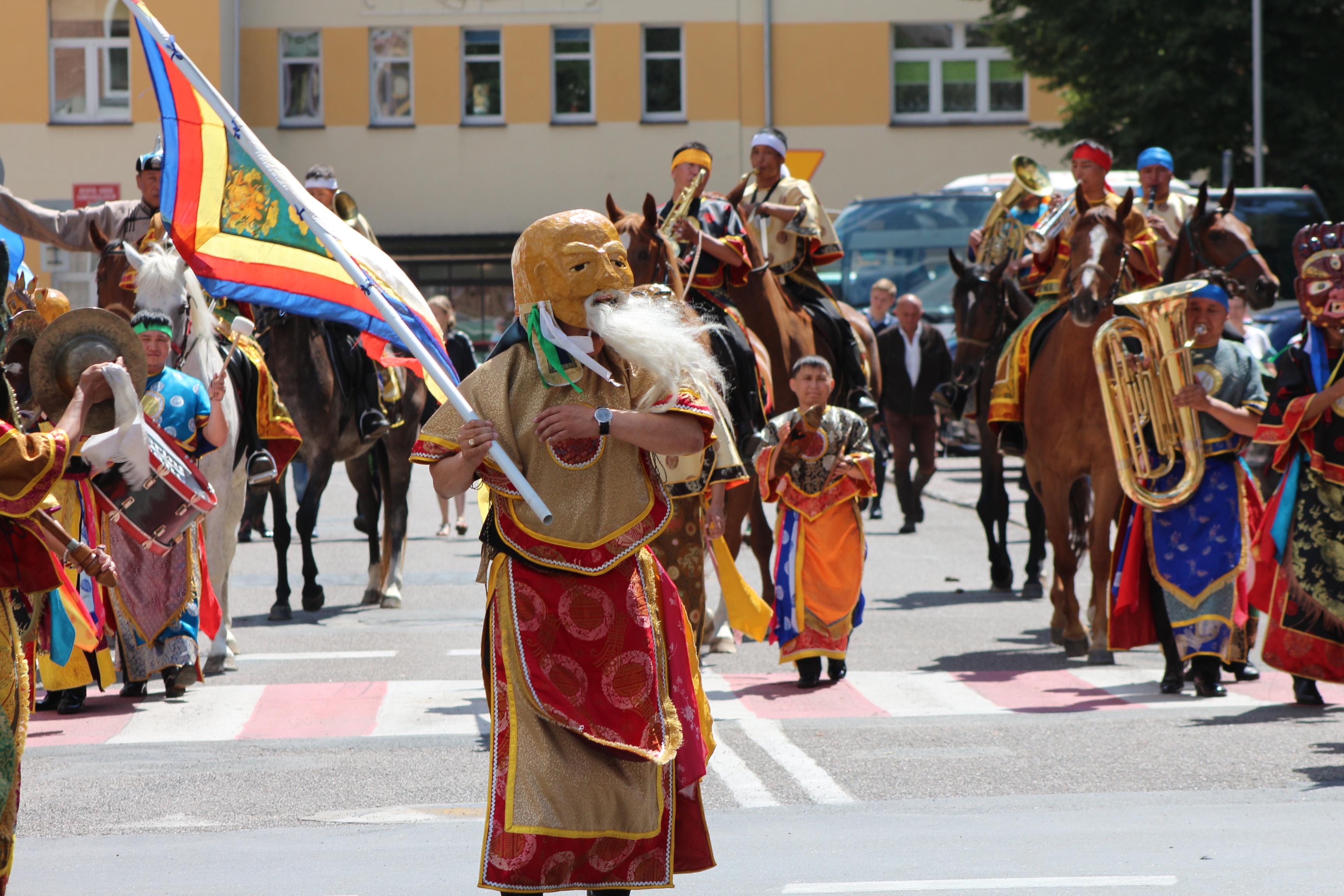 Reprezentacyjna Orkiestra Dęta Republiki Tuwy podczas XX Jubileuszowego Festiwalu Orkiestr Dętych i Big-Bandów w Łobzie